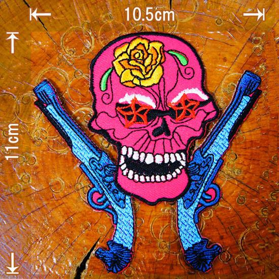 刺繍アイロンワッペン・アップリケ・パッチ【薔薇のスカルガンマン ショッキングピンク】ドクロ ガイコツ 西部 タトゥー柄