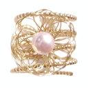 ショッピングワイヤー 数量限定★売尽し★イスラエル発・セレブ御用達ブランド《AYULA(アユラ)》ゴールドフィルド×淡水パール(ピンク) マルチレイヤード スプリング フラワーリング Multi-Layered Gold Filled Flower Wire Ring on Pink-Pearl