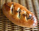 【金時芋】サツマイモの金時煮のペーストを入れて焼き上げた菓子パン