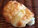 【ポテちく】ちくわの中にポテトサラダを詰めてパンで巻いた惣菜パン