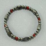 赤メノウは向上心と精神的安定を与えます。赤メノウ ワイヤー式磁気ブレスで「冷えとコリ知らず」 宝石の里 山梨県製造品 【】