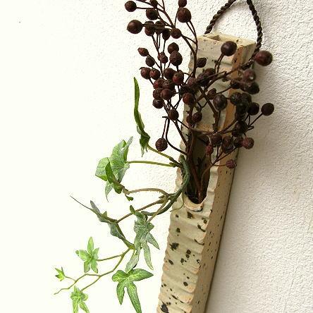 花が活きる信楽焼の花瓶~自然に調和する圧倒的な存在~
