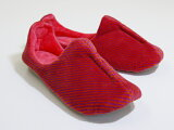 スポーツモデルのベロア生地で出来たカッコいいルームシューズ。足に優しくフィットします。機能、デザインともにこだわりの一品!!丸洗いOK!!Velours Room Shoes Sp