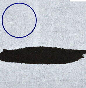 漉き目が見えやすいよう紺色の下敷きを敷いています