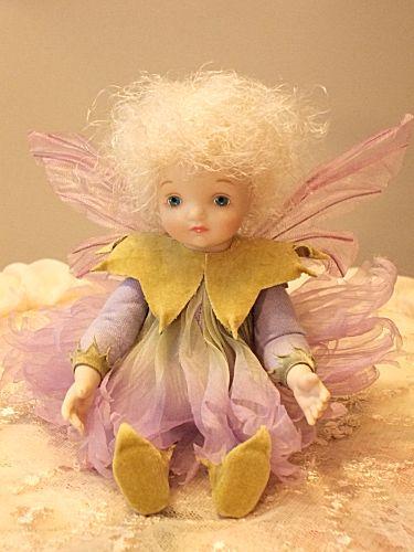 【送料無料】若月まり子 お花の妖精人形♪リトルエルフィン:カーネーション(パープル)ビスクドール 妖精 フラワーフェアリー 陶器 お人形 ギフト お祝い 記念品 陶器 【HLS_DU】