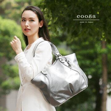 【cooga】曲線が美しい、芸術的A4トートバッグ『Waves(ウェーヴス)』 淡くきらめくモードなカラー Spur Silver(シュプールシルバー) 通勤 雨の日 日本製 A4バッグ