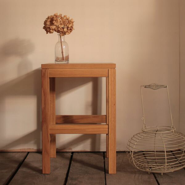 スツール(持ち手つき)・スクエアタイプ/オーク材  [送料無料!] 木製スツール 北欧 スツール 家具 オーク材 無垢材 椅子  片手で持ち運びしやすい取っ手付き。デザインのアクセントにも。