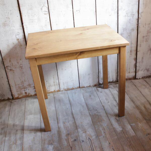 カフェテーブル(80×65cm) /パイン材 [送料無料!] テーブル 無垢 ナチュラル 北欧 カフェ インテリア キッチン ダイニングテーブル  カフェインテリアにぴったりな小ぶりでやさしい雰囲気のテーブル。