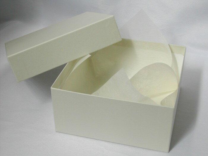 スクエアのギフトボックスMサイズ(ベージュ)【プレゼント用箱 四角い箱】ラッピングペーパー付