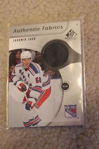 【送料無料】スポーツ メモリアル カード ファブリックジャージーニューヨークレンジャーズ0506 spgu authentic fabrics jaromir jagr jersey afjj york rangers
