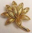 【送料無料】アクセサリー ネックレス ビンテージリリーフbroche bijou vintage couleur or fleur stri en relief top qualit sign 4174