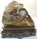 ルチルクォーツの原石に龍が彫刻された逸品!!タイチンルチルスモーキークォーツ彫刻「瑞龍抱珠」4000g【送料無料】