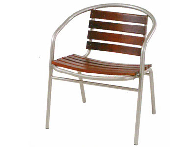 W・スチールチェア 練習の疲れを癒し最高の満足感を味わっていただけるゆったりとした座り心地のよい椅子です。