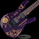1990年頃、メタリカのギタリストであるカーク・ハメットが老舗玩具メーカーHasbro社のOuijaボードをモチーフにしたギターのアイデアをESPに持ち込みました。当時はOuijaボードを入手し、そこから図案をコピーして直接ギターのボディに並べていきデザインしていったのです。最終的に決定したデザインを元にして、この歴史的にも有名なOuijaギターが完成しました。多くのシグネチュアモデルを手掛けているESPの歴史の中でも有名で、多くのカークファンから発売が切望されたシグネチュアモデルの1つになりました。 初めて完成したバージョンはカーク本人が使用するカスタムモデルでした。 Ouijaギターを一般販売する権利を取得したのは2010年になってからです。それ以来、我々はいくつかのOuijaギターを製作しました。ゴールドのOuijaボードグラフィックがプリントされています。 LTD KH SPARKLE OUIJAは、ESPと同じくパープルスパークルおよびレッドスパークルフィニッシュで、全世界500本限定発売になります。ボディはアルダー、ハードメイプル3ピースのスルーネック構造で、ネックグリップは薄いUシェイプです。指板はマッカーサーエボニーで、フレットはジャンボタイプ、そして星と月をモチーフにしたインレイが入ります。ブリッジはフロイドローズ1000シリーズ、LTDチューナー、EMG KHボーンブレーカーピックアップのセットを搭載しています。付属品は、Ouijaロゴ入りハードケースと認定証です。 ※画像はサンプルになります。 BODY: Alder NECK: Hard Maple 3P GRIP SHAPE: Extra Thin U FINGERBOARD: Macassar Ebony INLAY: Moon & Star SCALE: 648mm NUT: Locknut (42mm/R2) FRET: XJ, 24frets CONSTRUCTION: Neck-thru-body TUNER: LTD Original BRIDGE: Floyd Rose (FRT-5000) PICKUPS: (Neck) EMG KH Bone Breaker (Bridge) EMG KH Bone Breaker CONTROLS: Neck Volume, Bridge Volume, Master Tone, 3WAY Lever PU Selector ハードケース付き