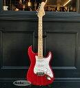 チョイキズ特価!! George FullertonとLeo Fenderが1980年に設立したG&L社の40周年を記念した、G&L 40th Anniversary Modelが新品チョイキズ特価で入荷! 代表作のひとつである、オリジナル・ストラト・スタイル・モデル、S-500です! OkoumeボディにClear Ruby Redが映える一本です! 歴史に残る数々の銘器を開発、製造してきたGeorge FullertonとLeo Fenderが1980年に設立したG&L社。 G&Lで作られる1本1本の楽器には、レオ・フェンダーのスピリットと完全性が変わらず宿っていることを思い起させる存在とし、レオ・フェンダーの妻フィリスはG&Lの名誉会長としてG&L社に残っています。 そのG&L社の40周年を記念した、G&L 40th Anniversary Modelが新品チョイキズ特価で入荷! こちらは伝統的な3シングルレイアウトを採用したオリジナル・ストラト・スタイル・モデル、S-500です! ボディにOkoume材、メイプルネック、メイプル指板を採用しております。 Okoume材はマホガニー材の仲間に属する木材で、暖かくマイルドなミッドレンジが魅力の木材になります。 まろやかなハイエンド、タイトなボトムが相俟った芳醇なトーンがご堪能頂ける木材です。 Suhr GuitarsやJames Tyler USAの一部モデルにも使用された事でも知られる注目木材です! Okoume材がもらたすスィートで倍音豊かなトーンがご堪能頂ける一本です! Clear Ruby Redカラーの高貴で映える佇まいも堪りませんね! ネックセクションはメイプルネックにメイプル指板のウッド・マテリアル。 ネックグリップはmodern Classicを採用した薄めのネックシェイプ。ローポジションからハイポジションまでグリップ感の変わらない演奏性に優れたシェイプです。22フレット仕様のメイプルの指板Rは9.5Rと浅くプレイアビリティも充実した1本です。メイプル指板によるレスポンスの早いトーンも堪能頂けます! CLF Reserch Seriesシリーズ同様に、創業期のヘッドストックをリスペクトした、クラシカルなフォルムも魅力的ですね! ピックアップは各弦の高さ調整を可能にしたG&Lオリジナルのシングルコイルが3発で、センターポジションはリバースワウンドなのでハーフトーン時のハムキャンセル効果を持っております。 コントロールにはおなじみの「PTB System Tone」を搭載。トーンコントロールに位置する「Treble コントロール」、「Bassコントロール」は通常のトーン回路とは異なり、不必要な高域、低域をまるでEQを操作するかのように調整することが可能となります。 サウンドメイキングの一例では、「Bassコントロール」をメモリ2ほど絞るだけで、ローレンジとミドルレンジが少しすっきりとした、より抜けるサウンドを作る事も可能です。 リアピックアップのポジションで「Treble コントロール」を少し絞る事で、高音の角が取れたスムースなサウンドもご堪能頂けます! 両方のコントロールを操作する事で、貴方のバンドのレンジ感に合わせたサウンドコントロールを手軽に可能と致します! この「PTB System Tone」により、今までのトーン操作により失われてしまっていた程よいレンジを損なうことなく、かつ演奏中でもアンプ設定を変えることもなく、手元のコントロール操作で多彩なサウンドキャラクターを作り出せる本機は、まさに即戦力になる一本です! 更に使い易い機能としては、フロント、もしくはリアセレクト時はミニスイッチでフロント+リアのミックスが出力可能となっております!このサウンドが現場では実に効果的でありまして、ヴォーカルを邪魔する事なくギタリストが欲しい存在感のあるトーンを構築する事が可能です! 俗に「テレキャス・サウンド」と呼ばれるこのミックス・サウンドは、世界的レジェンドミュージシャンや、多くの仕事人ギタリストに重宝されております! 実用するプレイヤーの意見を幅広く聞き入れて改良を重ねてきた、レオ・フェンダーのスピリットと完全性が宿っている、現代のプレイヤーも納得のスペック! チューニングの安定性とサウンドの良さを兼ね備え、ルックスにも大きな特徴を持たせているオリジナルのブリッジもG&Lならでは!使えるSTタイプをお探しの方に是非、お勧めの名モデルです! 今回、チョイキズ特価品が入荷です!パーツのくすみも見受けられます。 ボディバックのネッププレートの少し下付近に約0.5mm程の傷は見受けられますが、プレイアビリティには問題ございません。 ネックバックの14フレット付近に白い