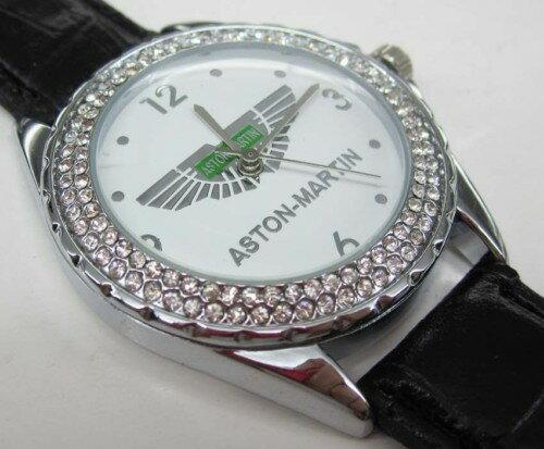 アストンマーチンAston Martinの本革腕時計はイタリアからのお土産です。 色々なスポーツカーの腕時計を直接イタリアから取り寄せました。合理的な設計