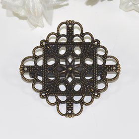 In neck and a bag one point ♪ broach (antique diamond emblem)