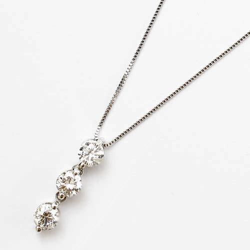 【送料無料・消費税込】18金 ホワイトゴールド ペンダント(スリーストーン)【smtb-k】 ダイヤモンド合計約0.3カラット上品で繊細、プレゼントにお勧め!すべて18金を使ったペンダント