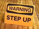 アメリカンインテリアの小技!雰囲気変わります!サイン&ラベルミニステッカー(シール、デカール)/MD-027/WARNING/「警告、上への段差あり」