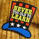 ショッピングデイトナ ステッカー 車 アメリカン おしゃれ バイク ヘルメット かっこいい ことわざ カーステッカー シルクハット 「学ぶのに年齢は関係ない」 【メール便OK】_SC-PS044-SXW