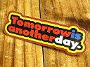 ショッピングデイトナ ステッカー 車 アメリカン おしゃれ バイク ヘルメット かっこいい ことわざ カーステッカー 「明日は明日の風が吹く」 【メール便OK】_SC-PS059-SXW