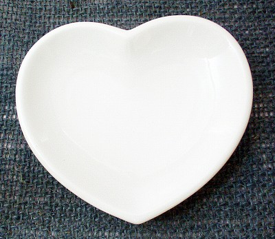Heart plate (large) translation and outlet products.