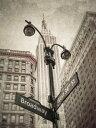 ニューヨーク ビル 都会 街灯 標識 ビンテージ セピアの壁紙 輸入 カスタム壁紙 PHOTOWALL / New York Signs - Sepia (e321065) 貼ってはがせるフリース壁紙(不織布) 【海外取り寄せのため1カ月程度でお届け】 【代引き・後払い不可】