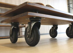 クラフト感のある仕上げの天然木パイン無垢材使用の国産センターテーブル・リビングテーブル・セミオーダー・ヴィンテージ・ビンテージ・アンティーク・キャスター付