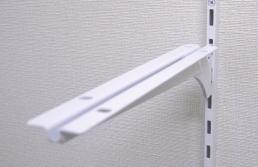 ロイヤル 棚柱用ブラケット 木棚用ホワイト 中心用 A-37W 250