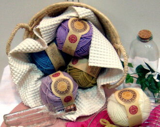 Cafe kitchen Dharma doll woolen yarn