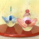 ショッピング雛人形 【送料無料】春がきたような華やかさ!羽のような衣裳が可愛いガラスの雛人形(お雛様)【敷板付き】祝願 箱入り<ガラス作家 小川 隼人>