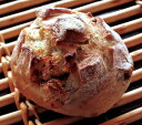 焼立て無添加パン くるみとゴルゴンゾーラのパン 焼きたて天然酵母パン ゴルゴンゾーラチーズとクルミを練りこみました ハード系