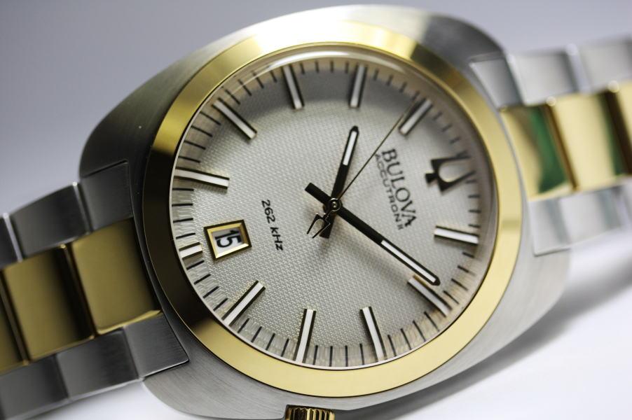 BULOVA【ブローバ】ACCUTRON2【アキュトロン】TV Screen【テレビスクリーン】クォーツ腕時計 70年代のテレビスクリーンモデルを復刻!