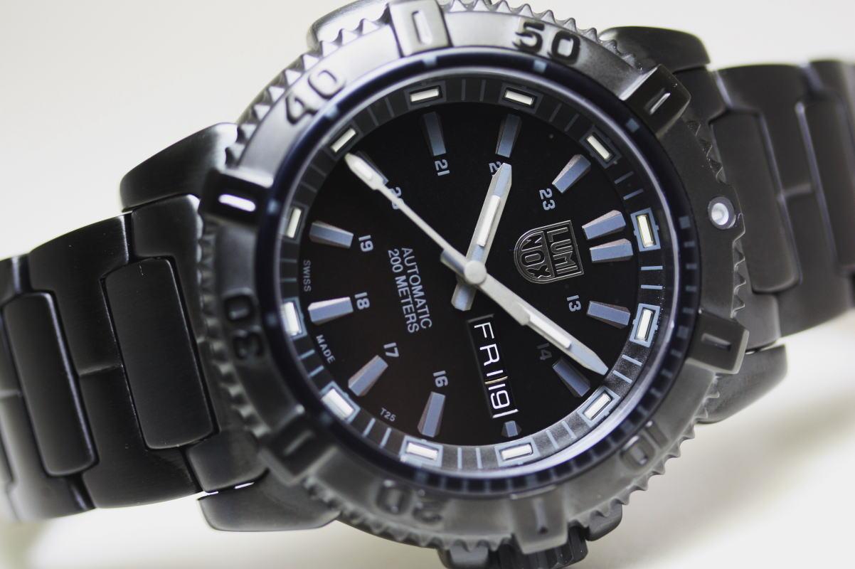 スイス製LUMINOX【ルミノックス】MODERN MARINER6500 SERIESブラックアウト自動巻きダイバーウォッチ/腕時計/トリチウム/正規代理店商品 立体感あるインデックスを採用したブラックアウト自動巻き
