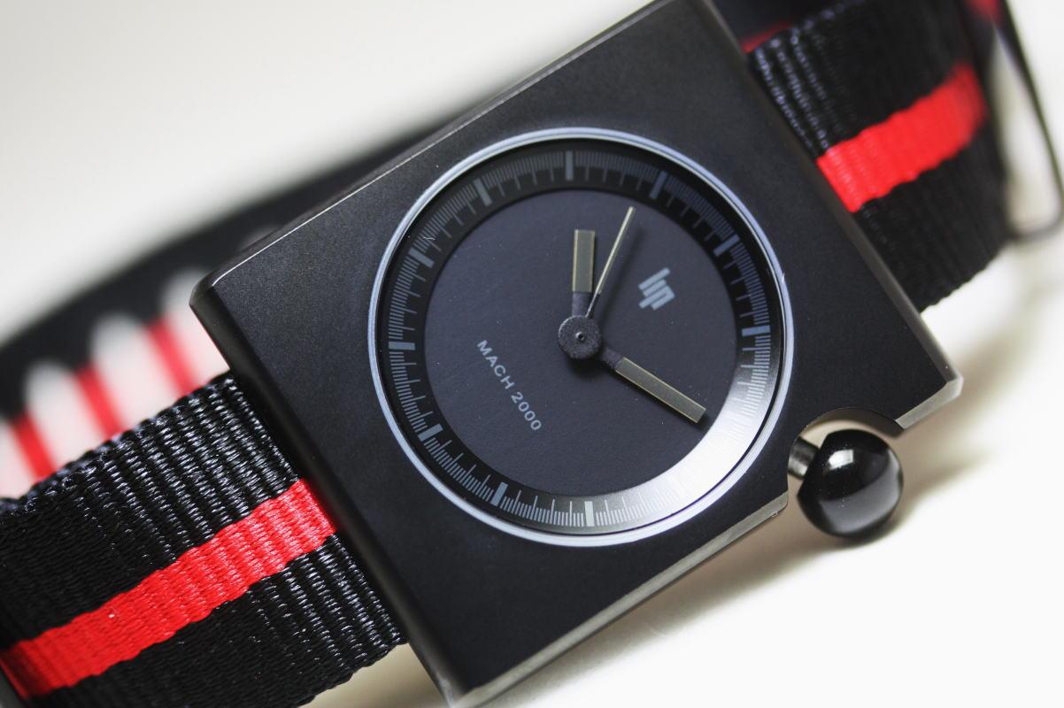 真っ黒!フランス製LIP【リップ】MACHマッハ2000ダークエンパイア・スクエア・デザインウォッチ/NATOバンド・ストラップ 針も文字盤も全て真っ黒で統一した暗闇モデル