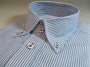 ドゥエの半袖シャツ(S〜3L)白ドビーxブルーのストライプ柄。ボタンホールは紺の糸でおしゃれに!ドゥエボットーニ半袖ワイシャツ単品   (S〜3L)