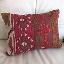 オールドキリムクッション【中綿付】長方形・枕型・ピロータイプ・ミニサイズ44x33cmカイセリ・色褪せた赤紫とブラウン