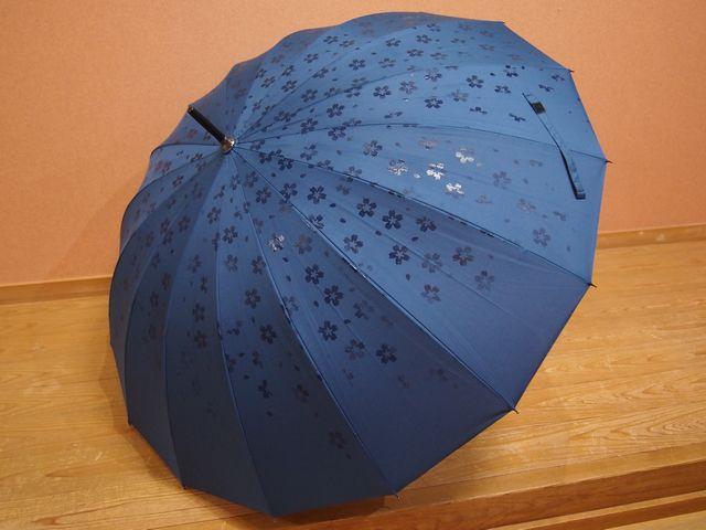 濡れるとお花が浮き出てくる傘【傘】【花】の商品画像