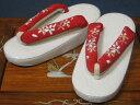 ショッピング 子供用草履 白台に赤の刺繍花緒