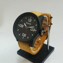 正規品 ニクソン腕時計 NA2432448-00THE CORPORAL(コーポラル)All Black/Goldenrod(メンズ)メーカー2年保証 NIXON 腕時計