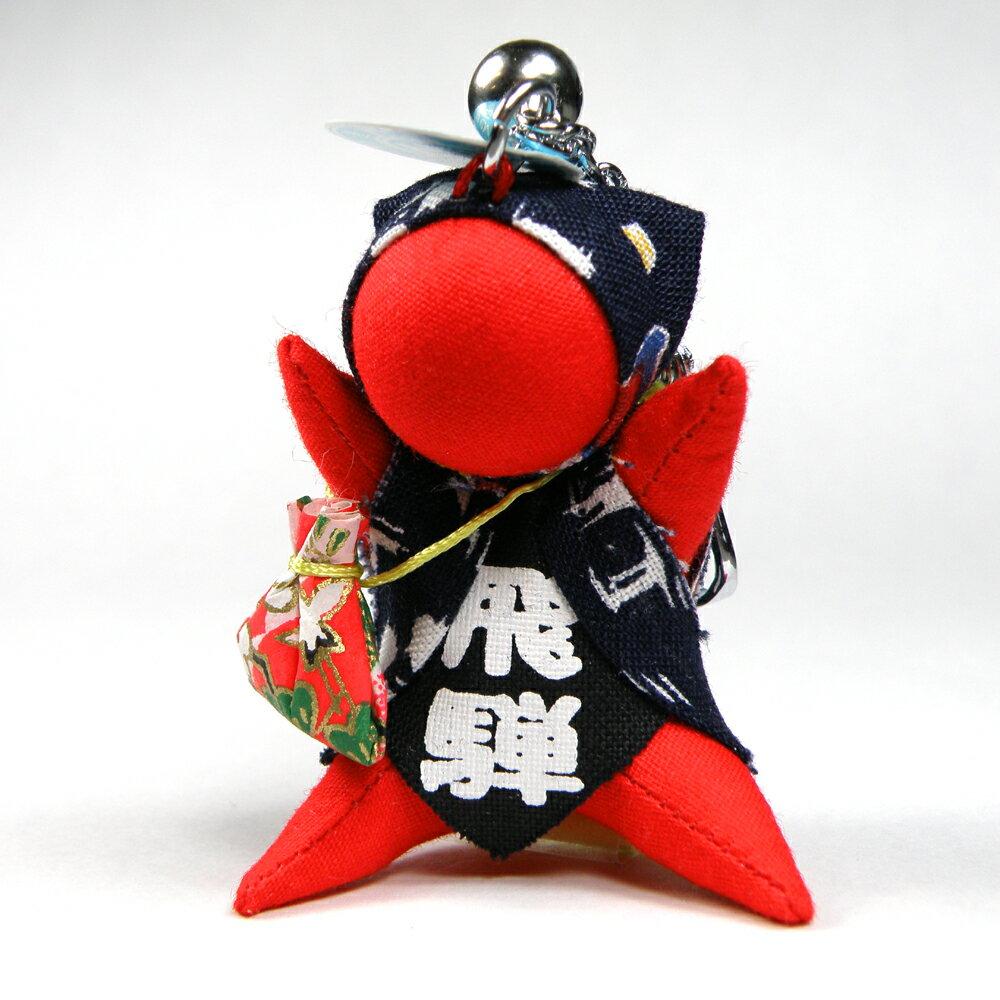 さるぼぼ(飛騨のお守り)開運巾着を持ったキーホルダー(約5cm)