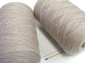 【タスマニア(うすベージュ)】 しっとりやわらかい上質の毛糸が全27色!オススメの人気商品です!【手織向き、手編向き・毛糸】