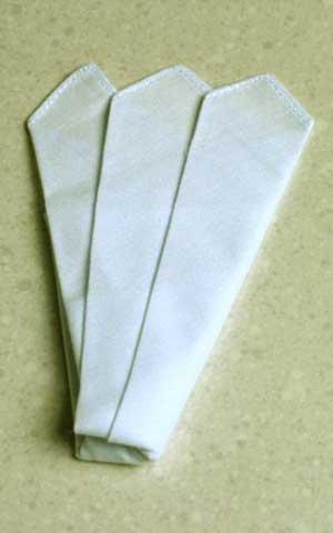 ポケットチーフ:R228(無地・ホワイト)【ネコポス便発送可10個まで】フォーマル 慶事 白 結婚式 パーティー 式典 白 メンズ 紳士 男性用 礼装 礼服用 タキシード用 モーニング用