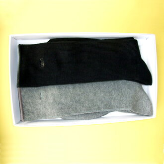 Two pairs of bincho charcoal kneading on fire fiber support socks men's sets including it