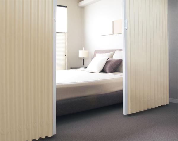 TOSO アコーディオンドア(アコーディオンカーテン) クローザーエクセル クレイ 幅271〜300cm×丈221〜230cm