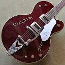 """【大人気モデル】G6119T-62 VS Vintage Select Edition '62 Tennessee Rose。 G6119T-62 VS Vintage Select Edition '62 Tennessee Roseは、本格的なヴィンテージ・トーンを生み出すパラレル・トーンバーを採用した16インチ幅のメイプル・ホロー・ボディのモデルです。 幅広いトーン、活き活きとしたレスポンス、ナチュラルなギター・ヴォイスが映えるT V JonesのHilo'Tronシングルコイル・ピックアップを搭載しています。 コントロールは、各ピックアップ・ヴォリュームとマスターヴォリューム、3ウェイ・ピックアップ・セレクター・スイッチと3ウェイ・トーン・セレクター、そしてボディエンド側にスタンバイ・スイッチを搭載することで、多彩なサウンド・メイキングが可能になっています。 さらにグレッチ新開発の""""Squeezebox(スクイーズボックス)""""ペーパー-イン-オイル・キャパシター(コンデンサー)を採用しています。 Squeezeboxは、シルキーなヴィンテージ・ハイ・エンドのトーンを生み出します。 ピンド・ローズウッド・ベースとBigsby®との相性も良いロッキング・バー・ブリッジを組み合わせて搭載しています。 ヴィンテージ・スタイルの厚みのあるピックガード、ニッケル・メッキのGアロー・コントロール・ノブ、エイジド・ホワイト・バインディング&ブラック・パーフリング、エイジド・パーロイド・サムネイル、インレイを採用するなど、ヴィンテージ・セレクト・エディションの名にふさわしいルックスを備えています。 〜仕様〜 Body Top Laminated Maple Body Back Laminated Maple Body Material Laminated Maple Body Shape Tennessee Rose Bracing Parallel Tone Bars Body Binding Aged White with Black Purfling Body Finish Gloss Urethane Neck Material Maple Neck Shape Standard """"U"""" Neck Binding Aged White Scale Length 24.6"""" (625mm) Fingerboard Radius 12"""" (305mm) Number of Frets 22 Fret Size Vintage-Style String Nut Bone Nut Width 1.6875"""" (43mm) Neck Finish Gloss Urethane Fingerboard Rosewood Position Inlays Aged Pearloid Thumbnails Bridge Pickup TV Jones Hilo'Tron Neck Pickup TV Jones Hilo'Tron Controls Volume 1. Neck Pickup,Volume 2. Bridge Pickup,Master Volume,Standby Switch Pickup Switching 3-Position Toggle: Position 1. Bridge Pickup,Position 2. Bridge And Neck Pickups,Position 3. Neck Pickup,3-Position Tone Switch Bridge Rocking Bar Tuning Machines Grover Sta-Tite Die-Cast Pickguard Silver Plexi with Gretsch Logo Control Knobs """"G"""" Arrow Color Dark Cherry Stain Strings Nickel Plated Steel .011-.049 MADE IN JAPAN 正規品 メーカー希望小売価格¥400,000(税抜) 保証書、レンチ、ハードケース付属 ※画像は前回入荷の個体のものです。木目等は個体により異なります。予めご了承下さいませ。 ※掲載商品売却に対応した在庫表示の反映は迅速を心がけておりますが、 タイムラグが発生する場合がございます。予めご了承ください。 ※各種分割払い(クレジットカード、ショッピングクレジット)ご利用いただけます。 詳しくは担当スタッフまで! 楽器の詳細及び通信販売の手続き方法は、 お電話かe-mailにてお問い合わせ下さい。 ------------------------------------------"""