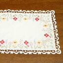 テーブルセンター 約30x45cm フラワー刺繍&カットワーク 素朴でクラシカルな印象の花