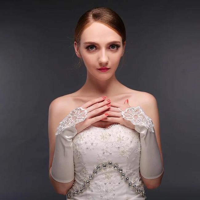 結婚式 ウェデインググローブ ブライダルグローブ 花レースロングヒモタイプグローブ 花嫁レース手袋