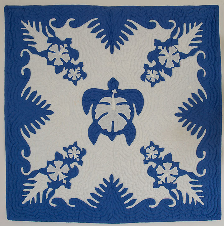 【送料無料☆6000円以上】【100X100cm】ハワイアンキルトタペストリー ホヌ&ハイビスカス(ブルー)