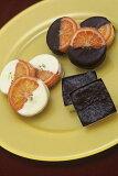 銀座ル・ブランのオレンジの甘味と皮の渋みが絶妙の2種類の「ガレットオランジェ」と濃厚なチョコレートの風味が楽しめる「フォンダンショコラ」の計16個入り